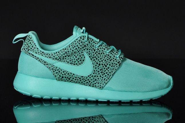 Nike Rosherun Crystalmint Safari Profile 1