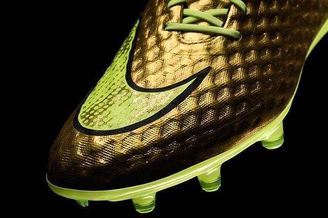 Neymar Jr Nike Gold Hypervenom Special Edition 3