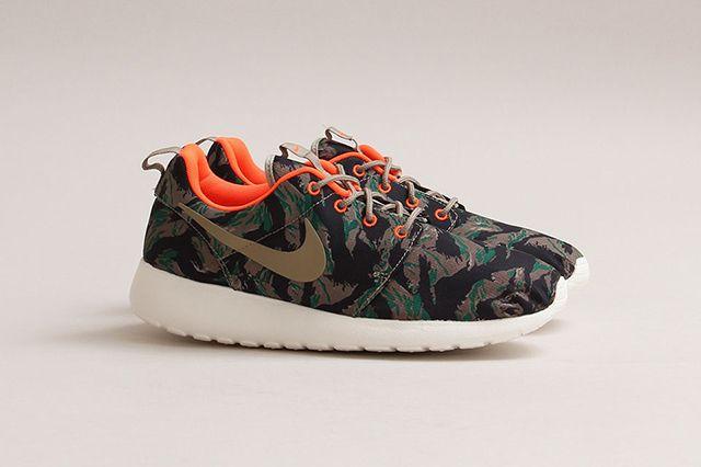 Nike Roshe Run Print Medium Olive 1