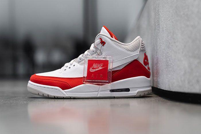 Air Jordan 3 Tinker Nike Air Max 1 Closer Look Left
