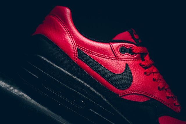 Nike Am1 Ltr Gym Red Politics Bumper 3