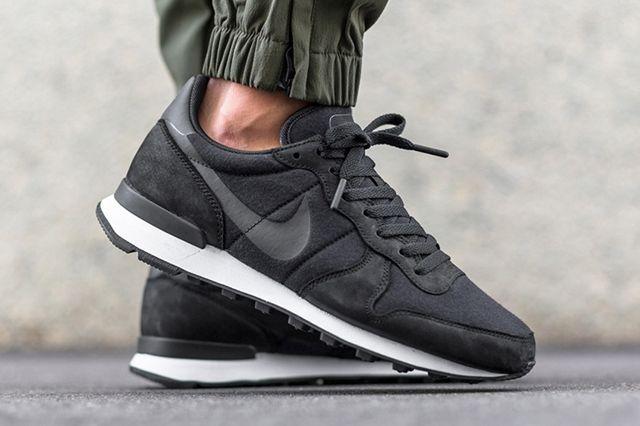 Nike Internationalist Tech Fleece Black 1