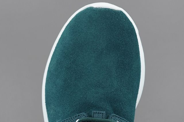 Nike Roshe Run Dark Sea Volt Toebox