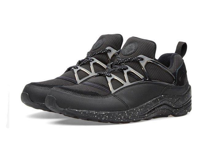 Nike Hua Light Black White End Bump 2