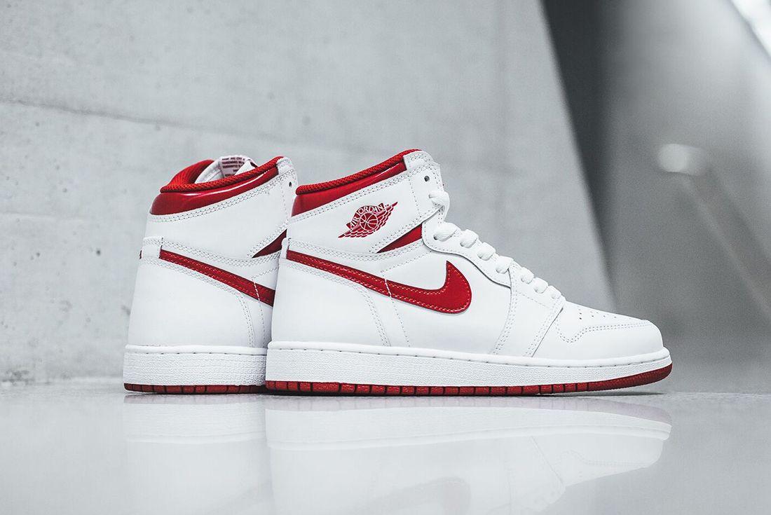 Air Jordan 1 High Og Metallic Red3 1