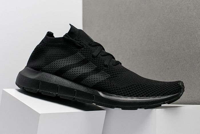 Adidas Swift Run Triple Black 1