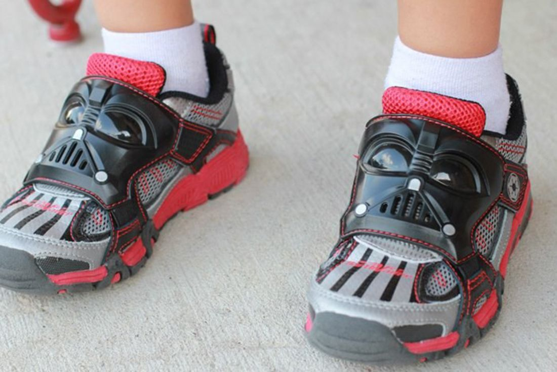 Stride Right Star Wars Black Red Darth Vade On Foot