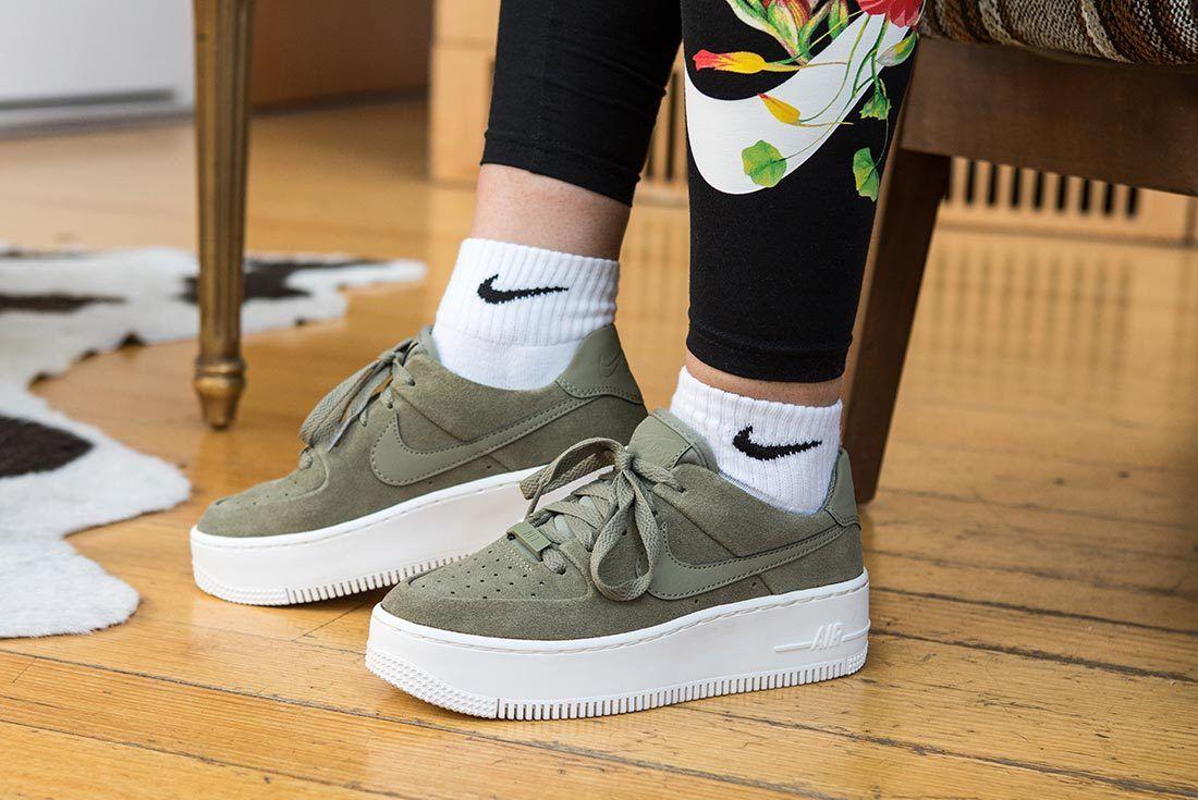 Ellen Potus Nike 14