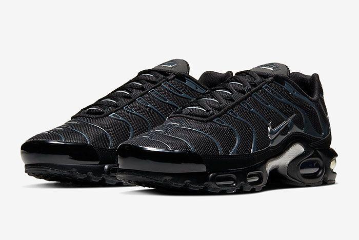 Nike Air Max Plus Black Blue Quarter