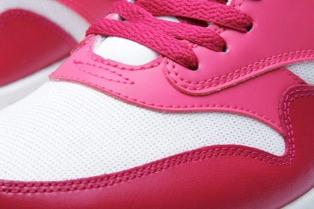 Nike Am1 Sail Sport Fuschia Toe Detail 1