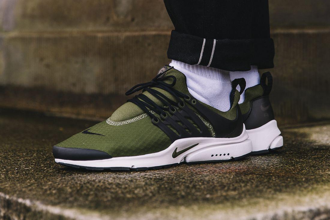 Nike Air Presto Essential Legion Green3