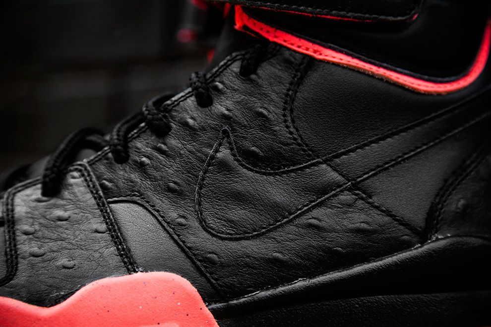 Nike Air Shark Trainer Pink Black Detail