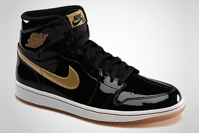 Air Jordan 1 Retro High Og Black Metallic Gold Angle Shot 1