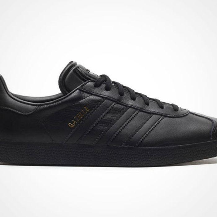 dominar Normalización Insistir  adidas Gazelle Leather (All Black) - Sneaker Freaker