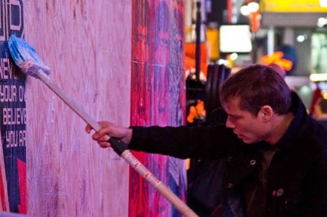 Obey Levis Live Installation Shepard Fairey Time Square 01 1