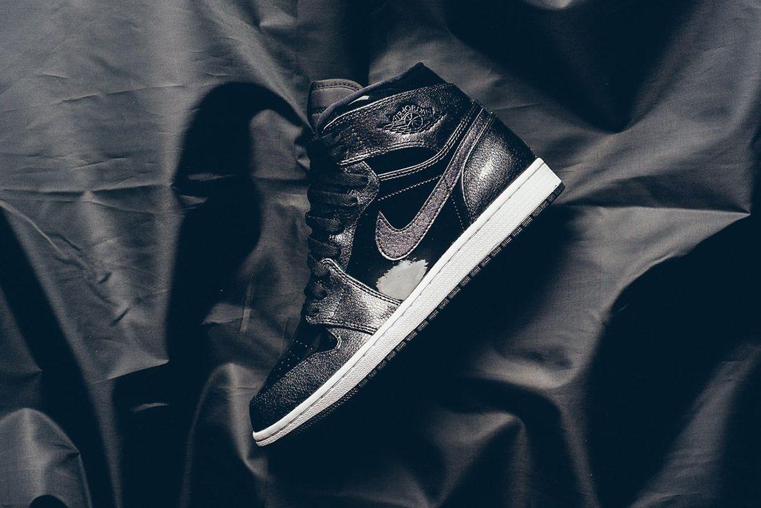 Air Jordan 1 Black Metallic 3