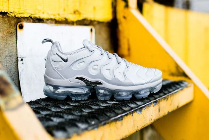 Nike Air Vapor Max Plus Wolf Grey Dark Grey Sneaker Freaker 2
