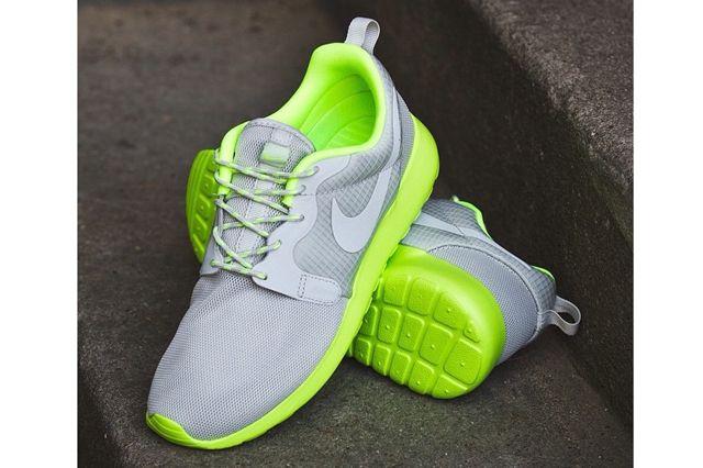 Nike Wmns Roshe Run Volt 5