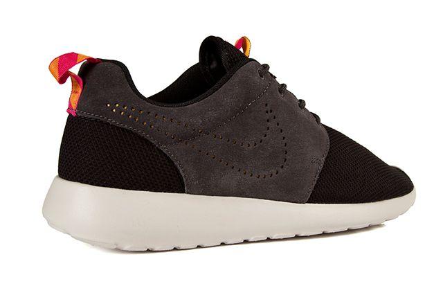 Nike Roshe Run Perf Swoosh Black Grey Pink