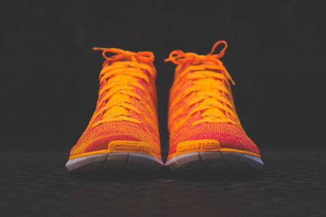 Nike Wmns Free Flyknit Chukka Atomic Mango 2