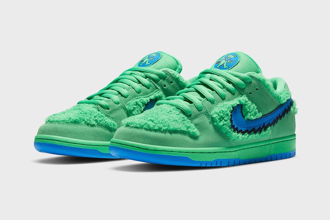 Grateful Dead x Nike SB Dunk Low Green Angled