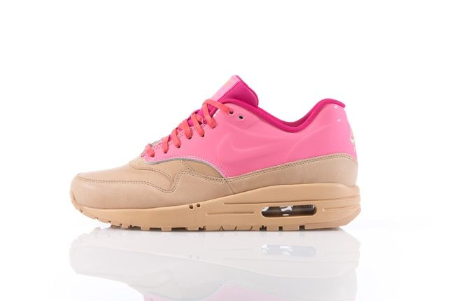 Nike Am1 Vt Vachetta Pack Pink Profile 1