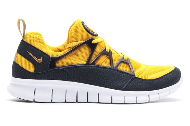 Nike Free Huarache Light Flat Gold Profile 1