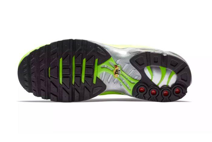Nike Air Max Plus Premium Volt 4