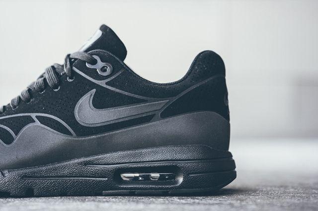Nike Am1 Ultra Moire Black Black 3