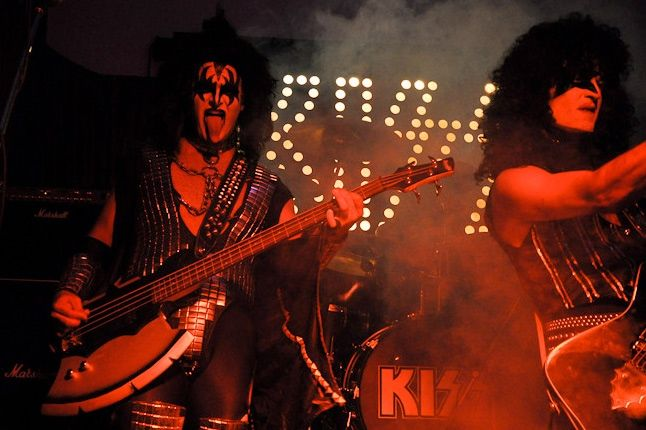 One Offs Kiss Band 4 1