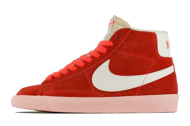 Nike Blazer Vntg Total Crimson Sail Outside Profile 1