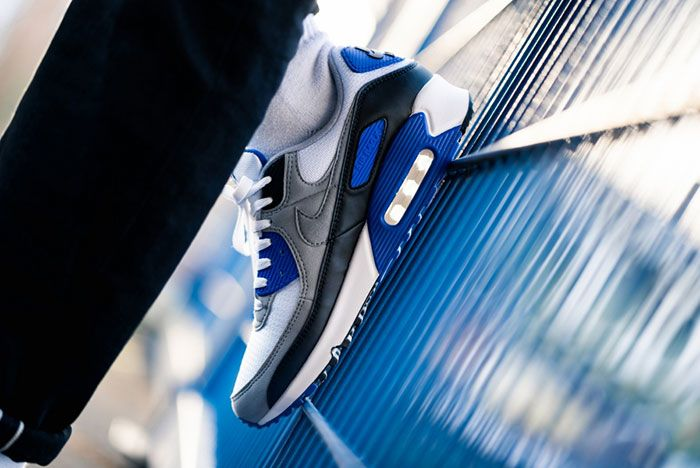 Nike Air Max 90 Hyper Royal Cd0881 102 On Foot Leaning