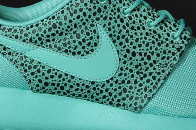 Nike Rosherun Crystalmint Safari Midfoot Detail 1