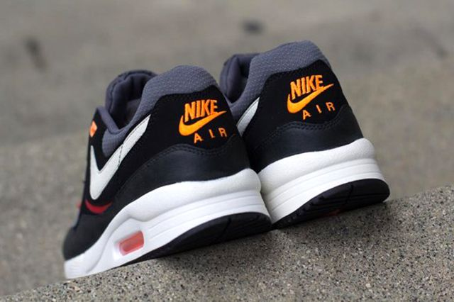 Nike Air Max Light Black Pine 1