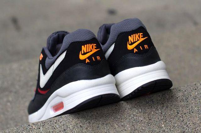 Nike Air Max Light Black Pine 1