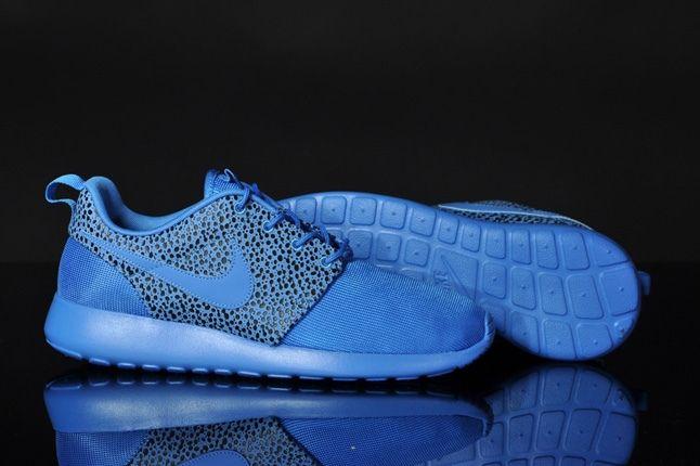 Nike Rosherun Blitzblue Safari Mid Sole Profile 1