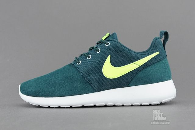 Nike Roshe Run Dark Sea Volt Profile