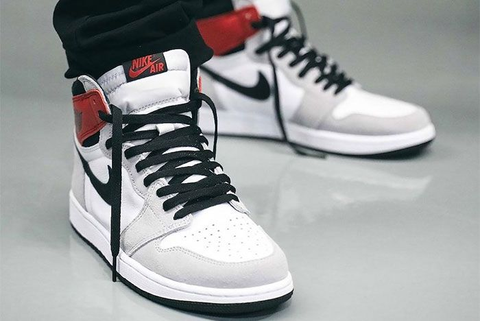 On Foot Air Jordan 1 High Og Light Smoke Grey Toe 2