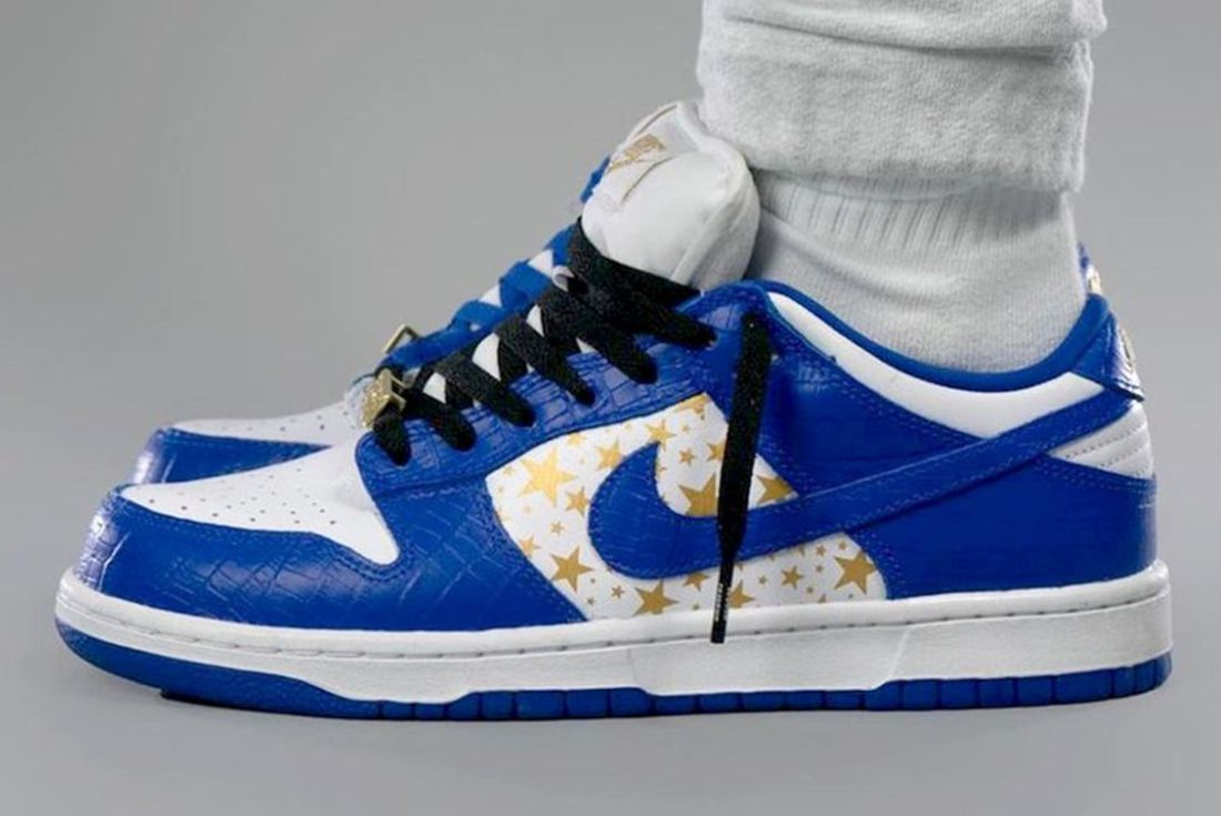 Supreme x Nike SB Dunk Low 'Hyper Blue' on foot