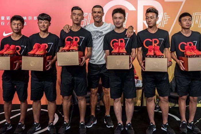 Ronaldo Nike Hyperadapt Black Red 2