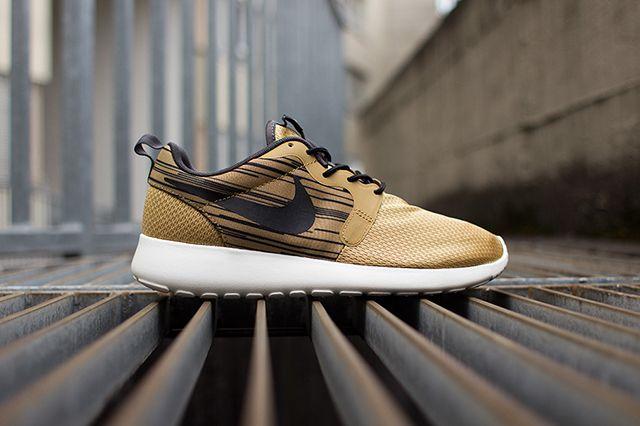 Nike Roshe Run Hyperfuse Gold Black 6