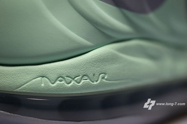 Nike Air Max Hyperposite Christmas Heel Detail 1