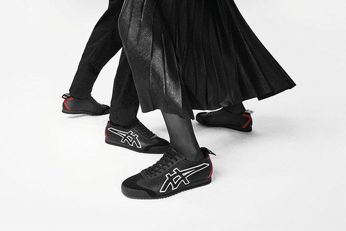 Givenchy Onitsuka Tiger Nippon Made Mexico 66 Black On Foot Lateral Side Shot