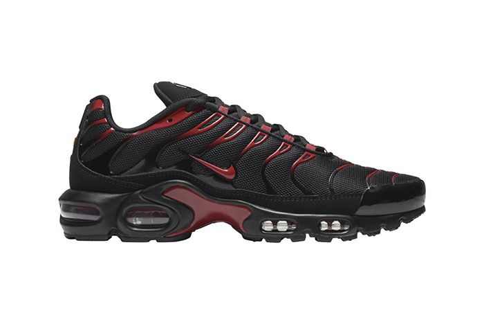 Nike Air Max Plus Black Red Lateral