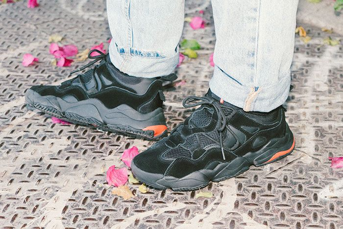Lifestyle Optionevo Blk Side On Foot