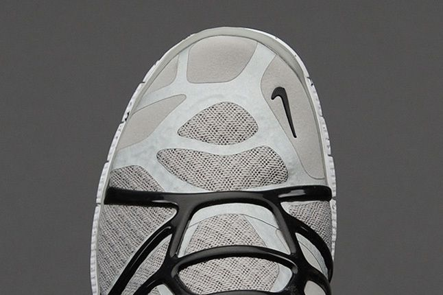Nike Free Alt Closure Run Mdmgrey Blk Toe Detail 1