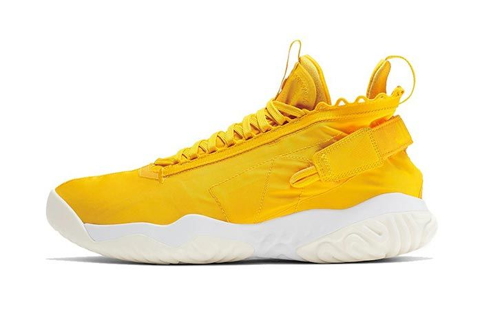 Jordan Proto React Yellow White Lateral