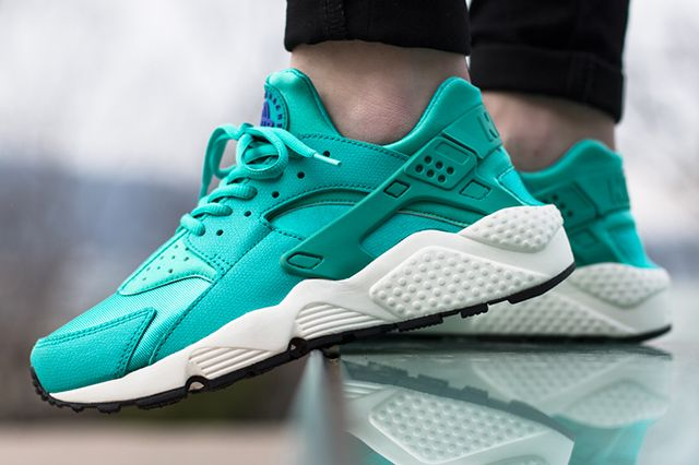 Nike Air Huarache Artisan Teal On Foot 3