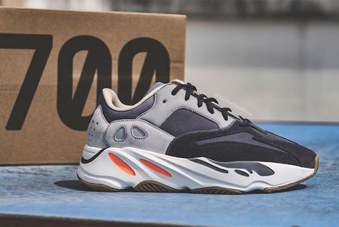 Yeezy Adidas Boost 700 Magnet Right 3