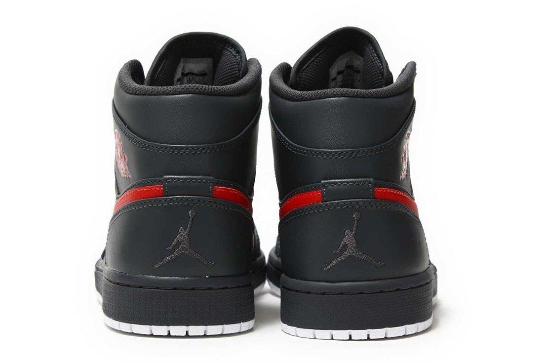 Air Jordan 1 Mid Bred
